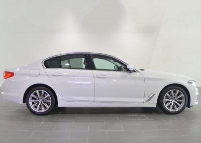 BMW520i WHITE 1